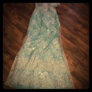 Tony Bowls Le Gala prom / pageant  gown sz 4